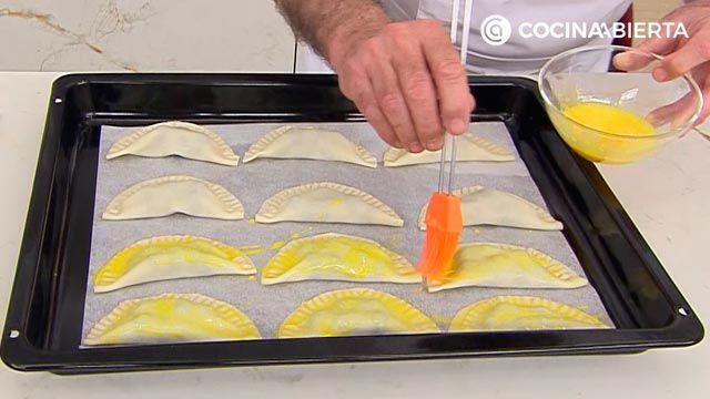 Empanadillas de frutas (rellenas de arándanos): ¡un postre al horno fácil y rápido de Karlos Arguiñano! - paso 3