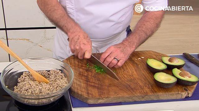 Ensalada de trigo sarraceno con tomate por Karlos Arguiñano - paso 2
