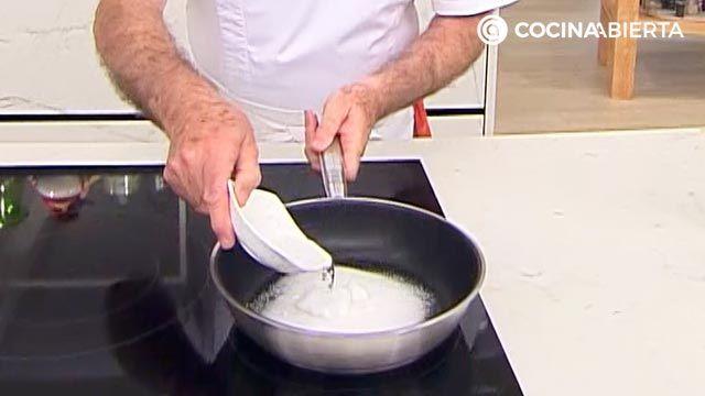 Flan de dulce de leche exprés: un postre fácil y rápido de Karlos Arguiñano - paso 1