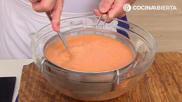 Gazpacho suave sin pepino por Karlos Arguiñano - paso 4