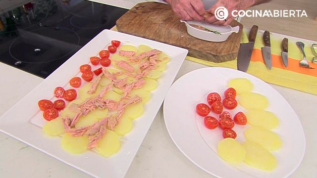 Ensalada de atún, patata nueva y tomates cherry