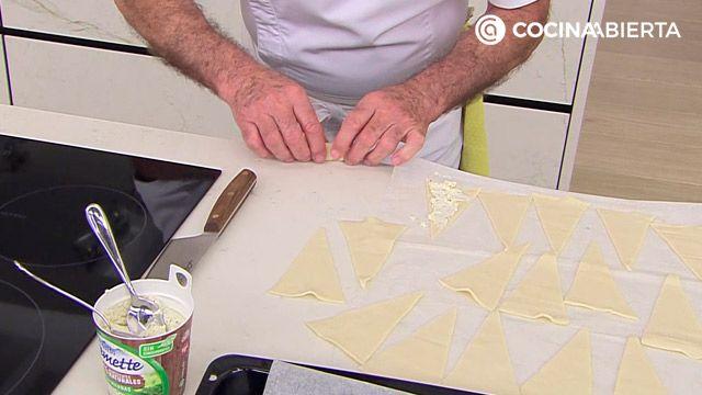 Croissants de queso con finas hierbas