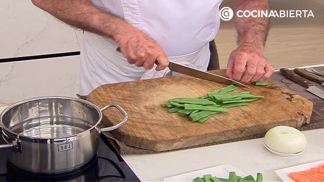 Pastel de judías verdes y salmón (al horno) por Karlos Arguiñano: ¡un entrante para compartir muy fácil de hacer! - paso 1