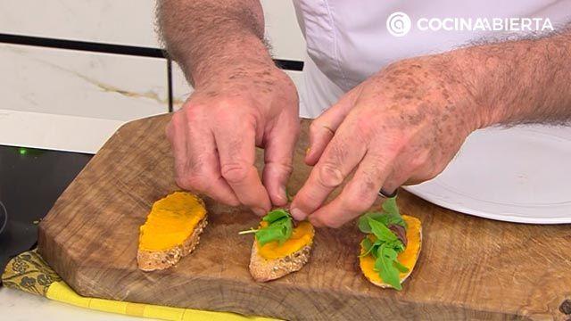 Pintxo de anchoa y rúcula con crema de zanahoria: ¡un aperitivo fácil y rápido de Karlos Arguiñano! - paso 3