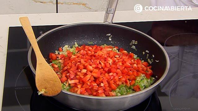 Samosas de pollo con salsa de yogur por Karlos Arguiñano: ¡las empanadillas típicas de la India! - paso 1