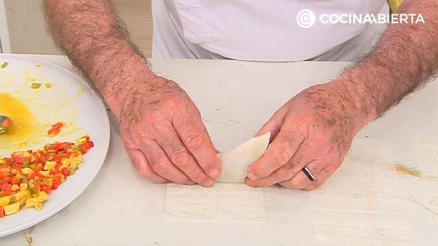 Samosas de pollo con salsa de yogur por Karlos Arguiñano: ¡las empanadillas típicas de la India! - paso 3