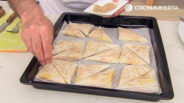 Samosas de pollo con salsa de yogur por Karlos Arguiñano: ¡las empanadillas típicas de la India! - paso 4