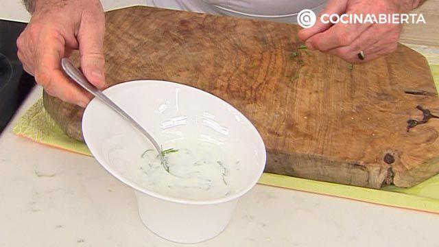 Samosas de pollo con salsa de yogur por Karlos Arguiñano: ¡las empanadillas típicas de la India! - paso 5