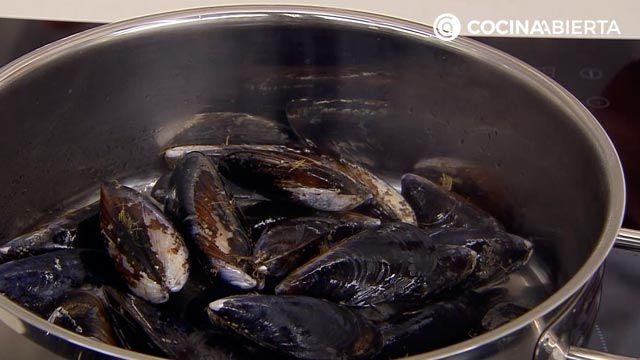 Sopa de fideos con mejillones: una receta fácil con sabor a mar de Karlos Arguiñano - paso 2