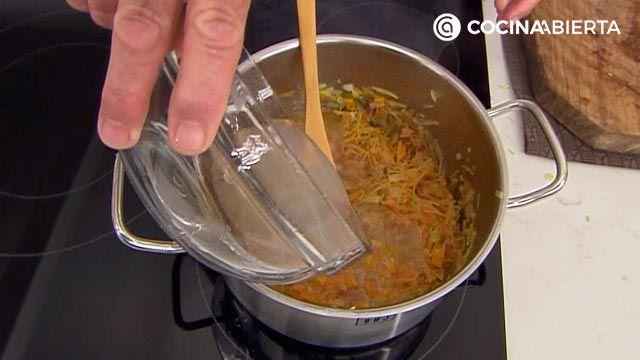 Sopa de fideos con mejillones: una receta fácil con sabor a mar de Karlos Arguiñano - paso 3