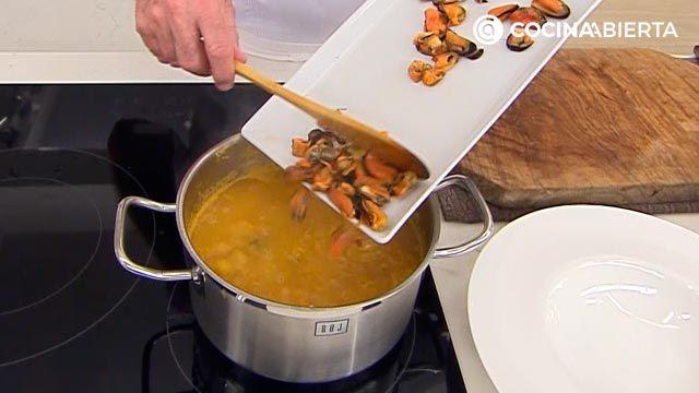 Sopa de fideos con mejillones: una receta fácil con sabor a mar de Karlos Arguiñano - paso 4