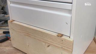 como tunear una cómoda con madera paso 5