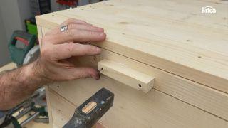 como tunear una cómoda con madera paso 9