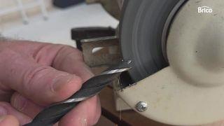 Cómo afilar una broca para madera paso 3