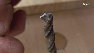 Cómo afilar una broca para metal paso 2