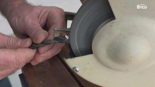 Cómo afilar una broca para metal paso 3