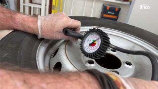 Cómo arreglar un pinchazo de la rueda de coche paso 10