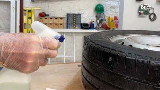 Cómo arreglar un pinchazo en la rueda del coche paso 4