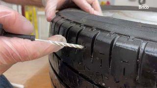 Cómo arreglar un pinchazo de la rueda de coche paso 7
