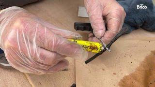 Cómo arreglar un pinchazo de la rueda de coche paso 9