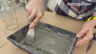 Cómo hacer macetas de cemento - Paso 3