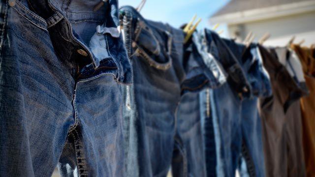 Cómo lavar los pantalones vaqueros