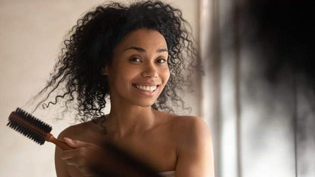 Cómo rizar el pelo corto y darle más volumen - Cepillo