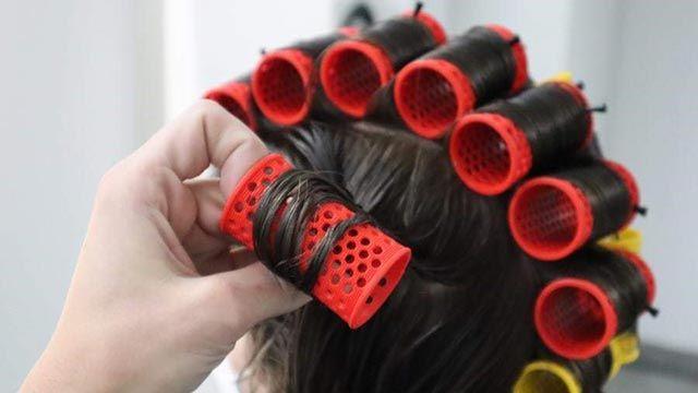 Cómo rizar el pelo corto y darle más volumen - Rulos