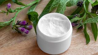 Consuelda, planta medicinal antiinflamatoria y cicatrizante - Ungüento