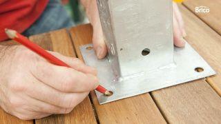 Cómo instalar una ducha exterior paso 4