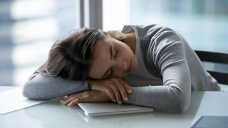 7 hábitos para un estilo de vida saludable - ¿Qué pasa si no duermes lo suficiente?