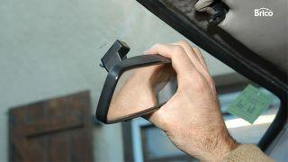 Pegar el espejo retrovisor interior del coche