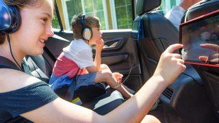 colocar soporte para aparatos electrónicos en el coche