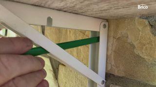 Colocar una mesa plegable en el balcón paso1