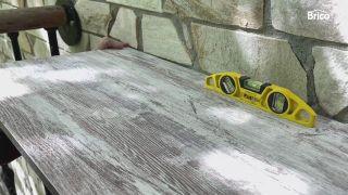 Colocar mesa plegable en el balcón paso 5