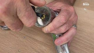arreglar un grifo que gotea paso 2