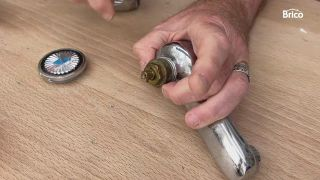 arreglar un grifo que gotea paso 3