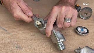 arreglar un grifo que gotea bimando paso 2