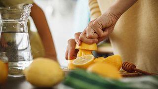 Dieta blanda: qué comer cuando tenemos diarrea o gastroenteritis - Agua con zumo de limón