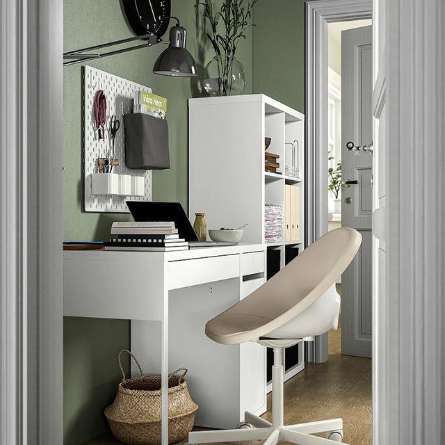 Escritorio, silla y estantería de Ikea para habitación adolescente