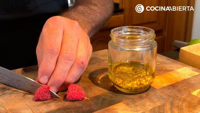 Ensalada de aguacate, tomate y bonito (con un aliño especial): ¡Joseba Arguiñano cocina desde casa! - paso 4