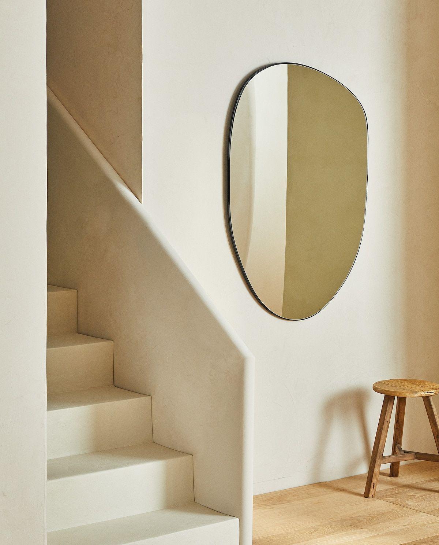 Espejo con forma irregular de Zara Home
