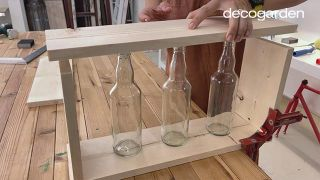 Florero de madera con botellas de vidrio recicladas - Paso 3