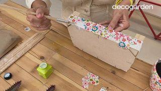 Reciclar una caja de madera de fresas con decoupage