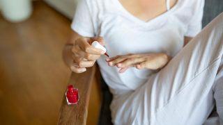 Arreglar esmalte de uñas seco