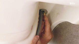 cómo cambiar un grifo de lavabo paso8