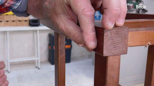 arreglo de sillas de madera reforzar con clavos