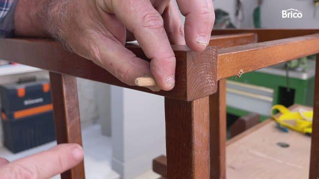 arrego de sillas de madera con tubillones