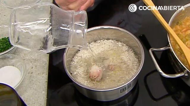 Chipirones en salsa de cebolla con arroz: la receta de la abuela al estilo Karlos Arguiñano - paso 4