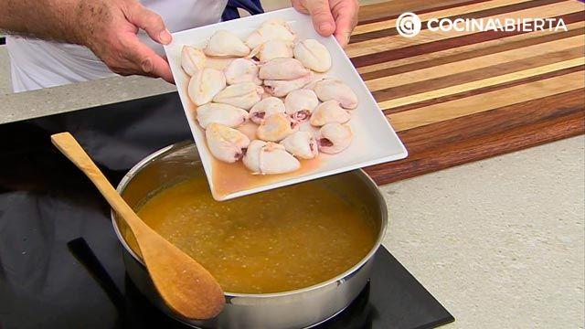 Chipirones en salsa de cebolla con arroz: la receta de la abuela al estilo Karlos Arguiñano - paso 5